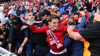 Liverpool şi FC Sevilla, amendate de UEFA pentru incidentele create de fani la finala Europa League
