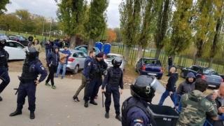 Bătaie între jandarmi şi galeria Stelei. S-au folosit gaze lacrimogene
