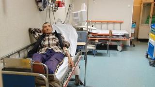 Bătrânii, lăsaţi să moară pe o insulă, căci în spitale nu mai au loc!