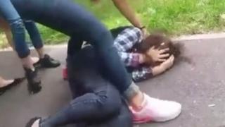 Elevă bătută cu bestialitate de două colege