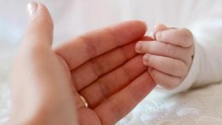 Un bebeluş, născut de o adolescentă diagnosticată cu gripă, a murit!
