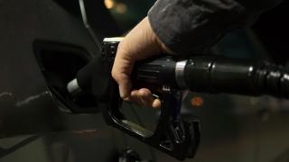 Benzina şi motorina se vor scumpi cu 6 bani pe litru de pe 1 ianuarie