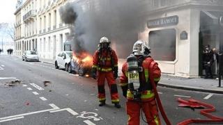 """Franța: peste 135.000 de participanţi, 1.723 de """"veste galbene"""" reţinute, jurnalişti răniţi"""