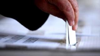 Referendum pentru revizuirea Constituţiei: Prezenţa la vot la ora 16.00