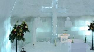 Se poate vizita biserica de gheaţă de la Bâlea Lac, care a fost sfințită