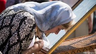 Biserica Sf. Nectarie a pregătit mii de pachete pentru credincioşii aflaţi în nevoie