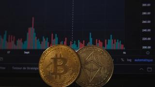 Bitcoin s-a prăbușit cu 30% într-o singură zi