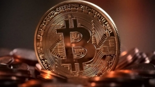 Bitcoin a sărit din nou de 10.000$. Ce se întâmplă pe piaţa criptomonedelor