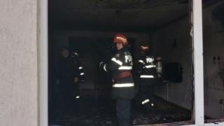Zeci de persoane evacuate în urma unui incendiu de proporții într-un bloc de 10 etaje