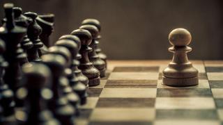 Șah bancar cu tentă naționalistă