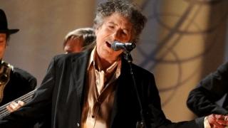 După luni de suspans, Bob Dylan își primește Nobelul în cel mai mare secret