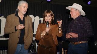 Sue Ellen, Bobby şi Lucy Ewing se reîntâlnesc la 40 de ani de la lansarea serialului