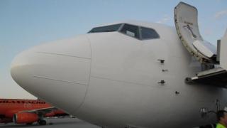 Un avion a aterizat de urgență în urma amenințărilor unui pasager