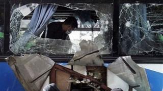 O bombă a explodat într-un autobuz! Cel puțin 21 de răniți