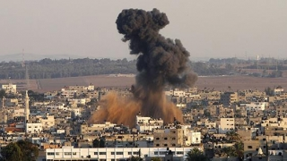 Bombe trimise cu zmeul în Fâşia Gaza!