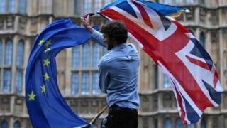 Parlamentul britanic nu se grăbește să voteze un acord revizuit de Brexit