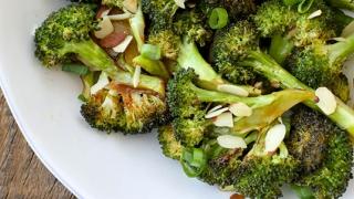 Broccoli, printre cele mai sănătoase legume din lume! Poţi slăbi 8 kg în 10 zile!
