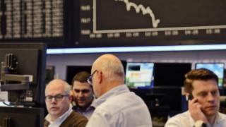 Acțiunile europene au deschis în scădere în ședința de vineri