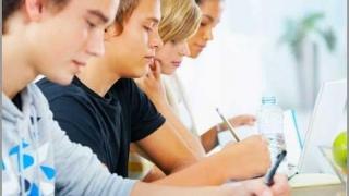 Burse pentru elevii care frecventează învățământul profesional