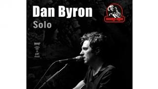 """Acustic solo! """"O dimineață banală"""" se lasă cu un concert Dan Byron, la malul mării!"""