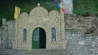 """13 ierarhi la hramul mănăstirii """"Peștera Sf. Ap. Andrei"""""""