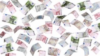 Șase, țineți-vă bine! Vin banii de la UE. Sau cel puțin așa ne promite Guvernul