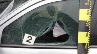 Minoră reținută după ce a spart o mașină
