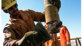Prețul petrolului o ia din nou la vale