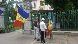 Protest la sediul central al PSD. Doi miniștri sunt vizați!