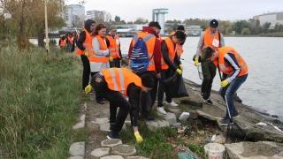 """Sute de tone de deșeuri strânse în campania """"Curățăm Constanța noastră"""""""