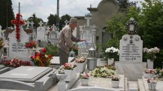 Vezi unde se achită taxa pentru cimitire!