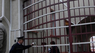 Bărbat condamnat, depistat de polițiști