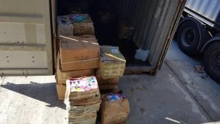 Cărți de colorat contrafăcute, confiscate în port!
