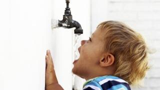 Milioane de euro pentru ca toți românii să aibă acces la apă