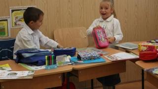 Peste 30.000 de elevi din Constanța vor beneficia de rechizite