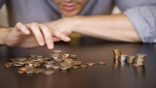 De ce n-avem salarii mari