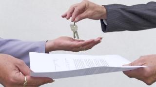 Piața imobiliară iese din molozul crizei