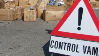 335 de parbrize auto contrafăcute, confiscate în port