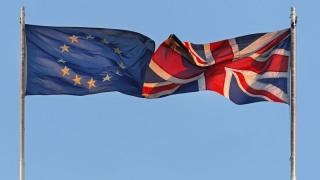 Brexit-ul iminent dărâmă lira