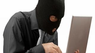 Riscă pușcăria după ce a furat un laptop dintr-un cabinet medical!