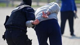 Suspect reținut pentru trafic de migranți