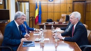 Noul premier al României, vizitat de ambasadorul SUA, Hans Klemm