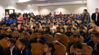 Cadouri de sfârșit de an pentru copiii și juniorii Academiei Hagi