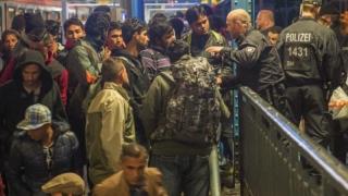 Adolescente terorizate de imigranți în Germania