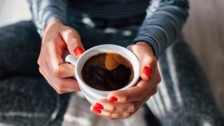 Cum își beau cafeaua jumătate din români