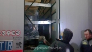 Trei afgani ascunși într-un camion, depistați la frontiera Ostrov
