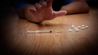 Află dacă vei cădea în capcana dependenței de droguri!