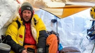 Alpinism: Torok Zsolt a dus steagul României pe vârful himalayan Ama Dablam