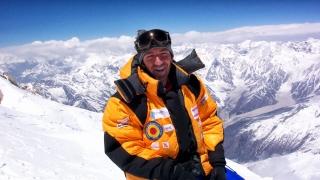 Român, în elita mondială a alpiniștilor care au urcat pe Everest fără oxigen?