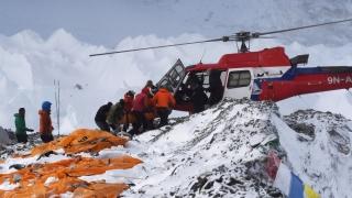 Alți 4 alpiniști au decedat pe Everest! 10 morţi în acest sezon!
